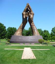 oru-praying-hands